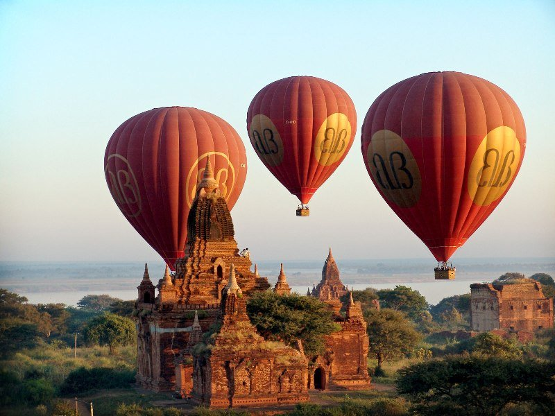 5-Balloon_over_Bagan_3