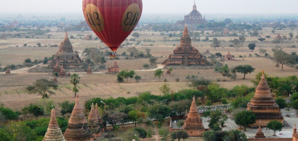 BALLOON OVER BAGAN 001